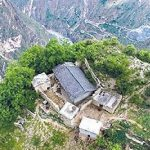 中国の崖村がやばすぎるw四川省にある断崖絶壁の通学路とは【画像】【ザ!世界仰天ニュース】